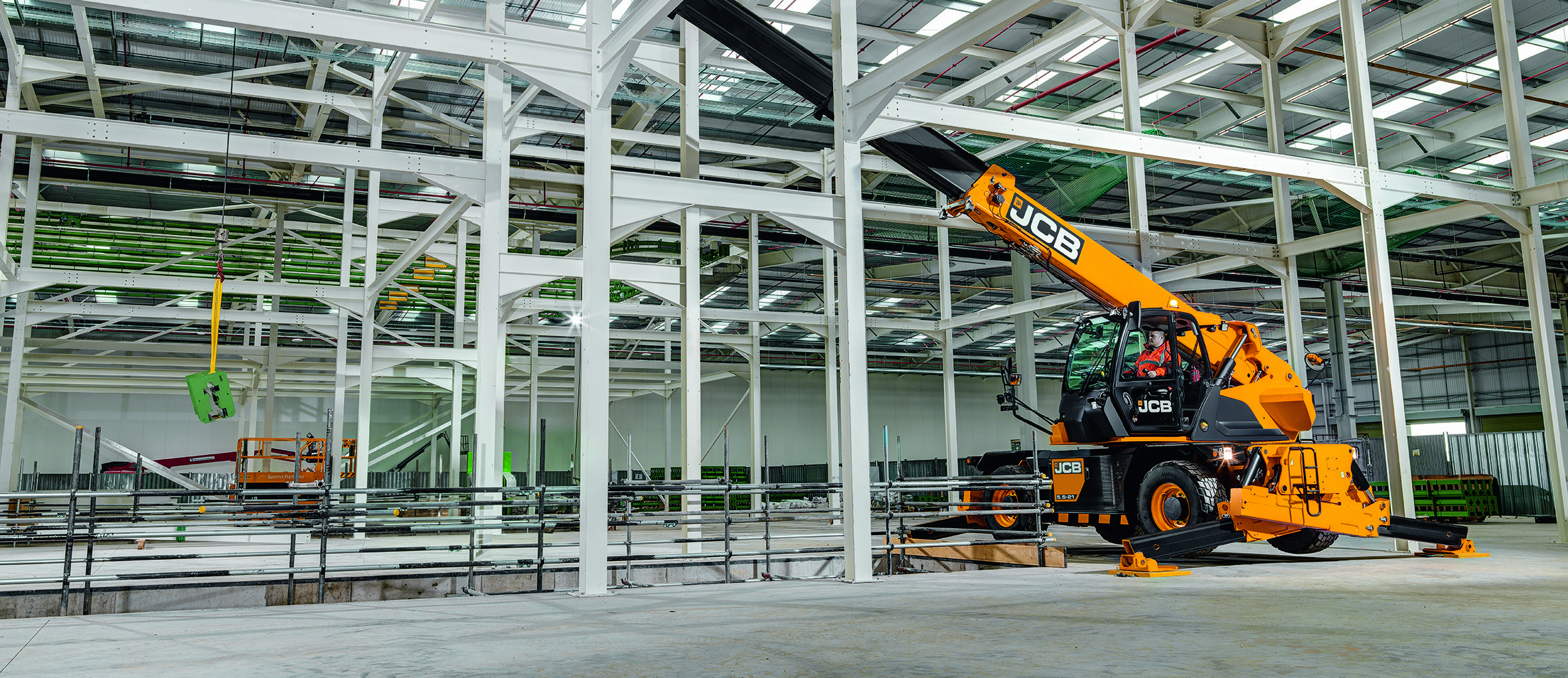 Image of a JCB rotating telescopic handler 5.5-21